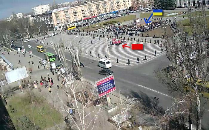 Вандалы изуродовали плакат с Савченко в центре Херсона - Цензор.НЕТ 3010