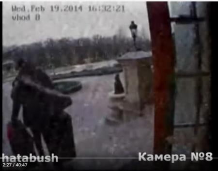 Скриншот с камер наблюдения в Межигорье. 19.02.2014. Подготовка к побегу