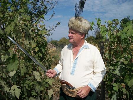 Грозный фермер Мэггот. Пин и Мэрри уже его не боятся.