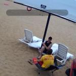 Керчь. Пляж Героевское. Кто-то развлекает спасателя, чтоб ему не было скучно